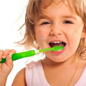 子供のフッ素入り歯磨き粉は危険?おすすめの歯磨き粉をご紹介