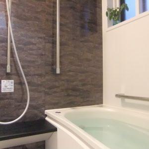お風呂の浴槽に青い線?汚れの原因と落とし方!予防策はある?