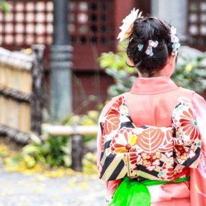 七五三女の子のショートヘアにも付けられる髪飾りや髪型のコツ
