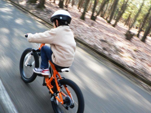 子供、自転車