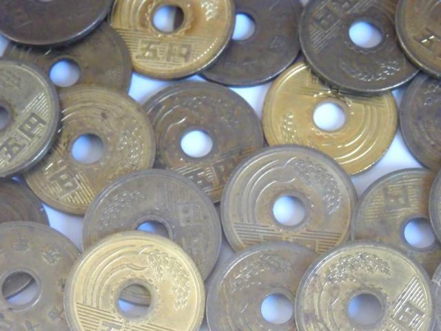 5円玉、とげ抜き、穴の空いた硬貨