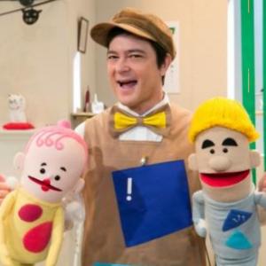 コレナンデ商会!出演は川平慈英さん、人形キャラクターの声は誰?